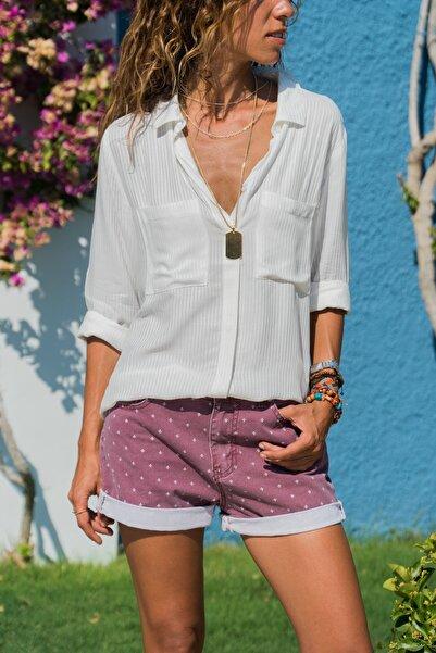 Güneşkızı Kadın Beyaz Armürlü Çift Cep Gömlek GK-AYN1222