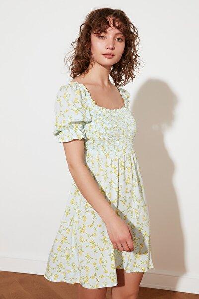 TRENDYOLMİLLA Mavi Petite Çiçekli Elbise TWOSS21EL2923