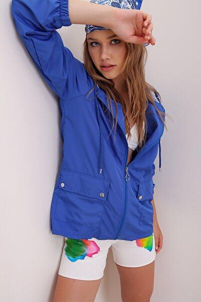 Trend Alaçatı Stili Kadın Saks Kapüşonlu Su Geçirmez Ceket ALC-X6986