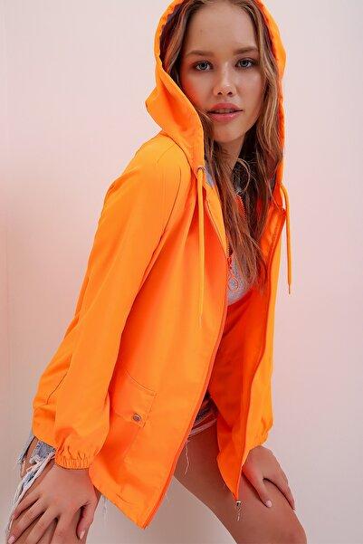 Trend Alaçatı Stili Kadın Turuncu Kapüşonlu Su Geçirmez Ceket ALC-X6986