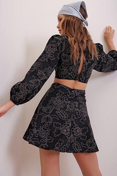 Trend Alaçatı Stili Kadın Siyah Nakış İşlemeli Çiçek Deseni Baskılı Sırt Ve Bel Dekolteli Mini Elbise ALC-X6999