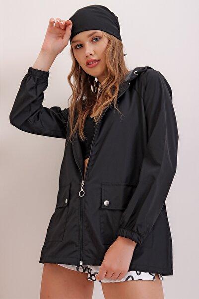 Trend Alaçatı Stili Kadın Siyah Kapüşonlu Su Geçirmez Ceket ALC-X6986