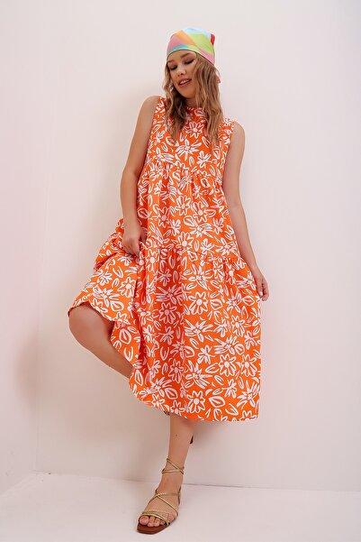 Trend Alaçatı Stili Kadın Turuncu Çiçek Desenli Volanlı Kolsuz Poplin Elbise ALC-X6990