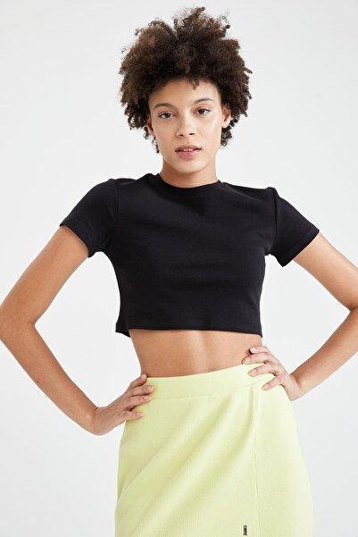 DeFacto Kadın Siyah Coool Basic Slim Fit Kısa Kollu Crop TişörtT9631AZ21AU