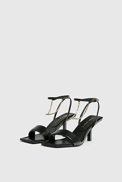 Pull & Bear Zincir detaylı topuklu sandalet