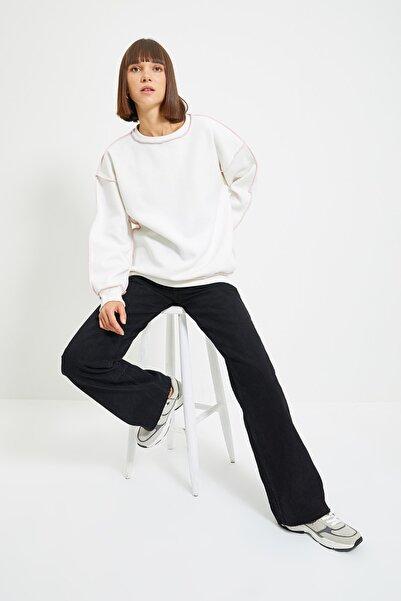 TRENDYOLMİLLA Ekru Karyoka Dikişli Basic Örme Şardonlu Sweatshirt TWOAW22SW0267