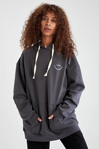 DeFacto Kadın Antrasit Slogan Baskılı Organik Pamuklu Cepli Kapüşonlu Oversize Fit Sweatshirt V1692AZ21AU