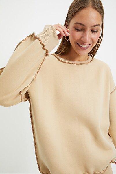 TRENDYOLMİLLA Vizon Karyoka Dikişli Basic Örme Şardonlu Sweatshirt TWOAW22SW0267