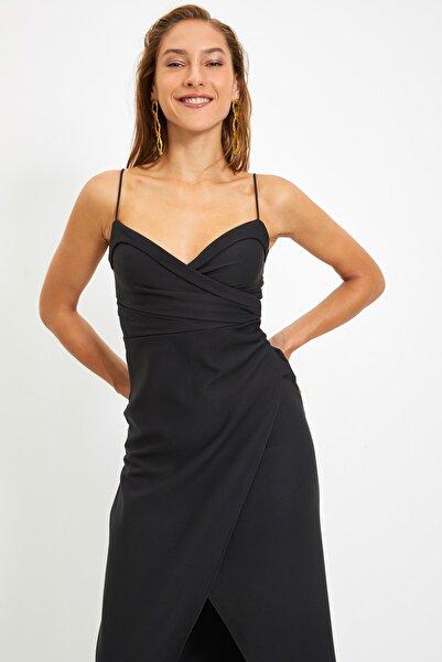 TRENDYOLMİLLA Siyah Yaka Detaylı Abiye & Mezuniyet Elbisesi TPRSS21AE0045