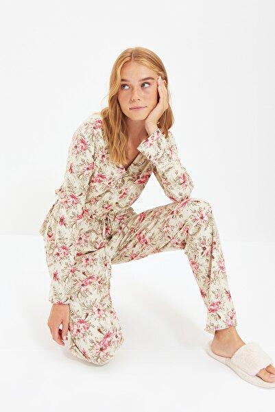TRENDYOLMİLLA Çiçek Desenli Örme Pijama Takımı THMAW21PT0237