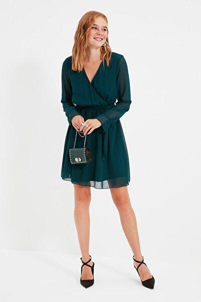 TRENDYOLMİLLA Zümrüt Yeşili Kuşaklı Elbise TWOAW20EL0789