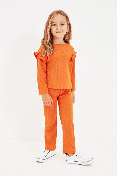 TRENDYOLKIDS Turuncu Fırfır Detaylı Kız Çocuk Örme Alt-Üst Takım TKDAW22AU0287