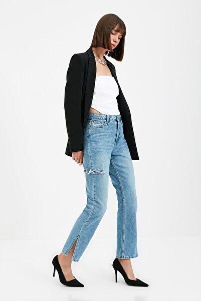 TRENDYOLMİLLA Mavi Yırtmaçlı Yırtık Detaylı Yüksek Bel Bootcut Fit Jeans TWOAW22JE0590