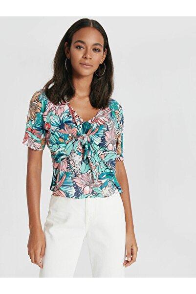 LC Waikiki Yeşil Çiçek Desenli Yakası Bağlamalı Viskoz Bluz