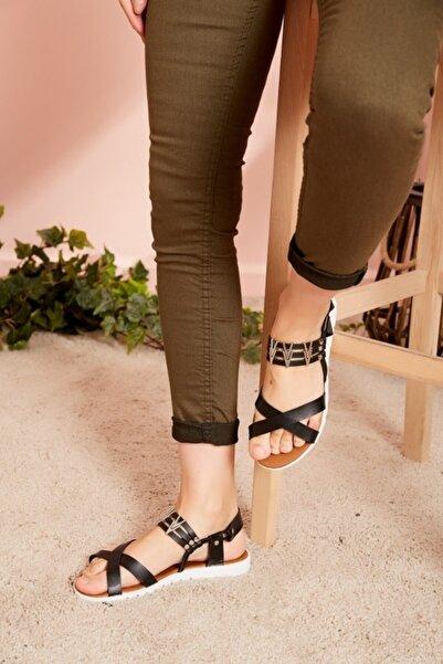 Eka Kadın Siyah Çapraz Şerit Sandalet 0798-0810