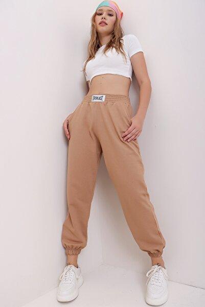 Trend Alaçatı Stili Kadın Bisküvi Beli Ve Paçası Lastikli Bol Kesim Eşofman Altı MDA-1301