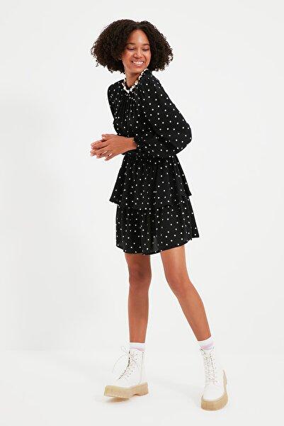 TRENDYOLMİLLA Siyah Puantiyeli Volanlı Elbise TWOAW22EL0126