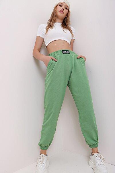 Trend Alaçatı Stili Kadın Yeşil Beli Ve Paçası Lastikli Bol Kesim Eşofman Altı MDA-1301