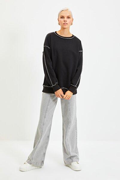 TRENDYOLMİLLA Siyah Karyoka Dikişli Basic Örme Şardonlu Sweatshirt TWOAW22SW0267