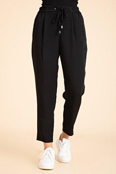 Kadın Siyah Beli Lastikli Havuç Kesim Pantalon