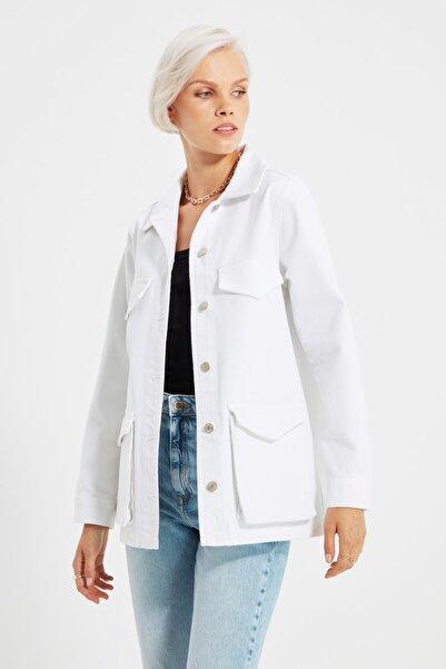 TRENDYOLMİLLA Beyaz Cep Detaylı Denim Ceket TWOAW22CE0125