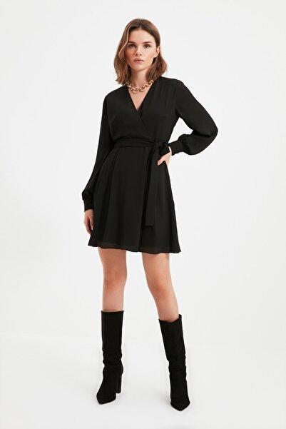 TRENDYOLMİLLA Siyah Kuşaklı Petite V Yaka Elbise TWOAW22EL0691