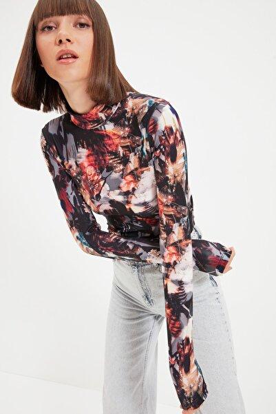 TRENDYOLMİLLA Siyah Desenli Dik Yaka Örme Bluz TWOAW22BZ0508