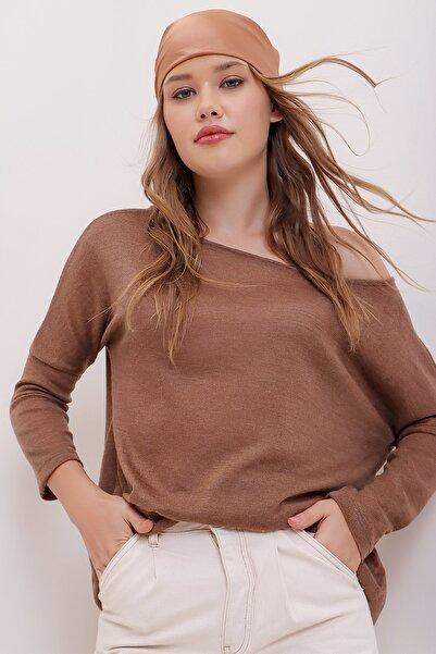 Trend Alaçatı Stili Kadın Çikolata Kayık Yaka Oversize Triko Bluz ALC-015-047-003
