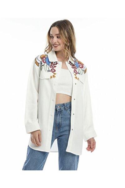 Orfenegro Renkli Nakış Işlemeli Beyaz Gömlek Ceket