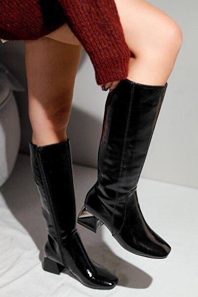 Limoya Kadın Siyah Kırışık Rugan Metal Topuk Detaylı Arkası Streç Dalgıç Kumaşlı Çizme