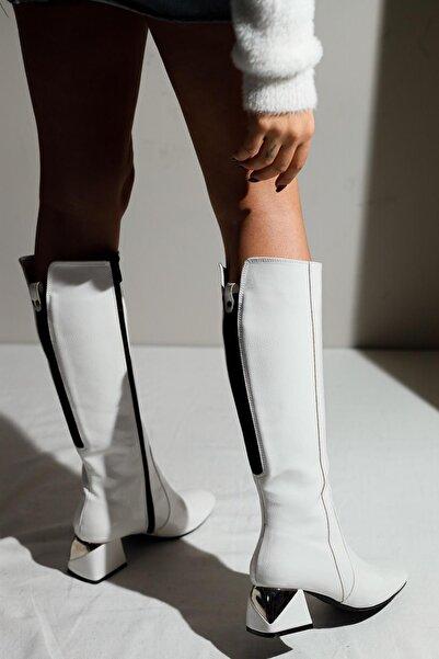 Limoya Kadın Beyaz Kırışık Rugan Metal Topuk Detaylı Arkası Streç Dalgıç Kumaşlı Çizme