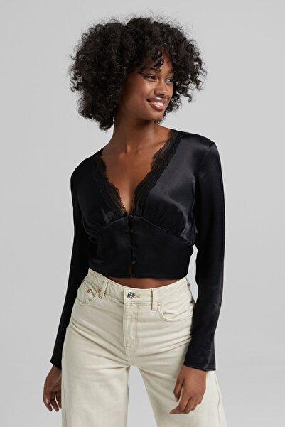 Bershka Kadın Siyah Yakası Dantel Şeritli Uzun Kollu Saten Bluz