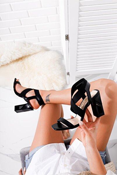 Limoya Kadın Siyah Tek Bantlı Çapraz Lastikli Kare Topuklu Sandalet