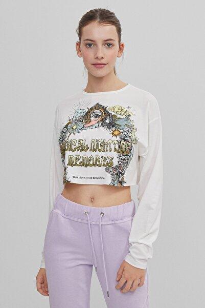 Bershka Kasın Kirli Beyaz Baskılı Crop Fit Tişört