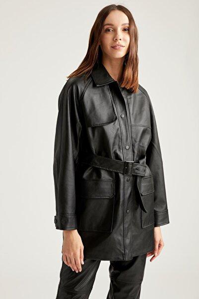 DeFacto Kadın Siyah Deri Görünümlü Regular Fit Cep Detaylı Trençkot