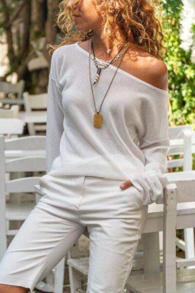 Güneşkızı Kadın Beyaz Kayık Yaka Salaş Ajurlu İnce Örme Bluz GK-BST2977