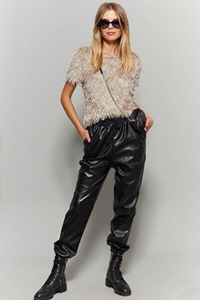 Cool & Sexy Kadın Siyah Paçası Lastikli Suni Deri Pantolon BK214032