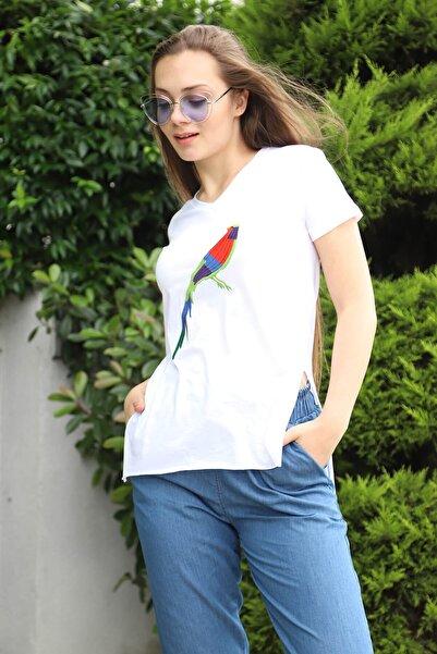 Mossta Kadın Beyaz Kuş Nakışlı Yırtmaçlı T-shirt