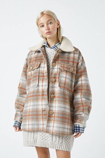 Pull & Bear Kadın Renkli Peluş Yakalı Yün İnce Ceket 09710353
