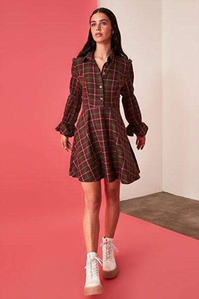 TRENDYOLMİLLA Çok Renkli Kareli Elbise TWOAW21EL2182
