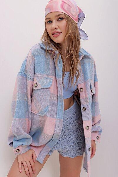 Trend Alaçatı Stili Kadın Pudra Ekose Desenli Kaşe Pamuklu Oversize Ceket Gömlek ALC-X7142