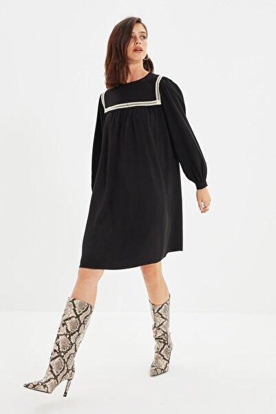 TRENDYOLMİLLA Siyah Yaka Detaylı Elbise TWOAW22EL1455