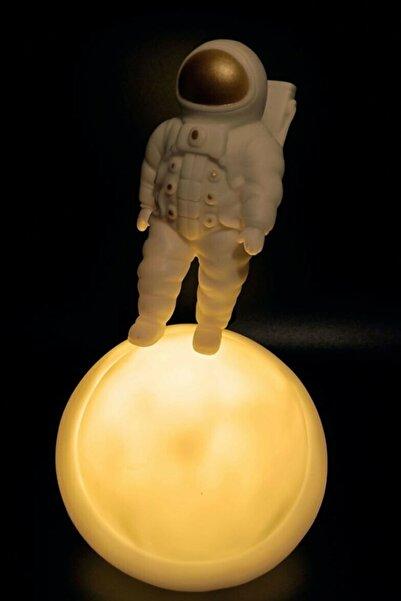 REWEL Satürn Üstünde Duran Astronot Ay Gece Lambası Dekoratif Led Masa Lambası