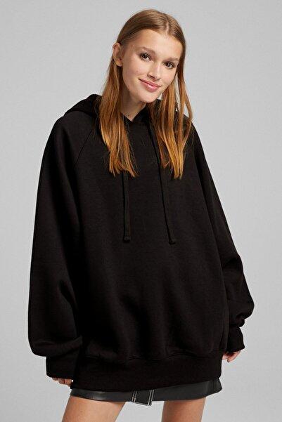 Bershka Kadın Siyah Kapüşonlu Oversize Sweatshirt