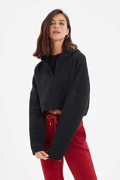 TRENDYOLMİLLA Siyah Kapüşonlu Crop Örme İnce Sweatshirt TWOAW20SW0660