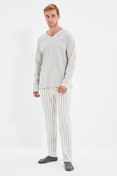 TRENDYOL MAN Gri Çizgili Örme Pijama Takımı THMAW22PT0443