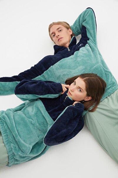 TRENDYOL MAN Mavi Unisex Oversize Fit Uzun Kollu Dik Yaka Panelli Sweatshirt TMNAW22SW1477