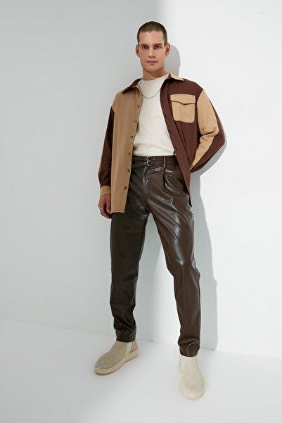TRENDYOL MAN Kahverengi Erkek Baggy Fit Kemer Tokalı Pileli PU Pantolon TMNAW22PL0382