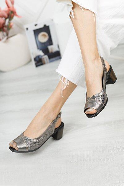 Diego Carlotti Kadın Gümüş Renk Hakiki Deri Klasik Topuklu Sandalet