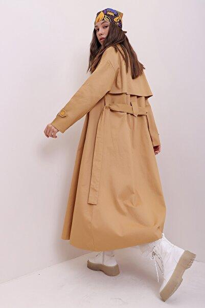 Trend Alaçatı Stili Kadın Camel Oversize Maxi Boy Gabardin Trençkot ALC-X7145